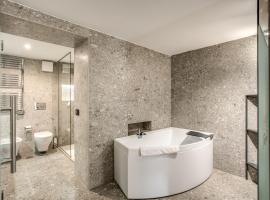 FOURHEADS Private Suites, hotel near Piazza Venezia, Rome