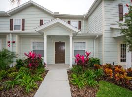 DISNEY Amazing Townhouse! Access to Pool+Gym No Parking Fee And No Resort Fee- 75, hotel in Kissimmee