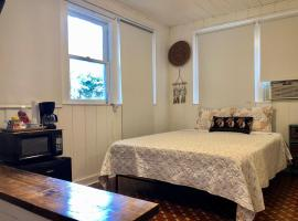 G - Privacy and Comfort close to all (Apt 7), homestay in Miami