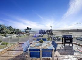 The Rotunda @ Gerroa - Pet Friendly Beachfront, hotel near Werri Beach, Gerroa