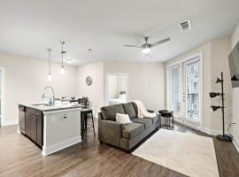 SkylineDowntown.Sleeps 8.King Bed.Free .Wifi.Free Parking, apartment in Houston