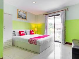 OYO 75314 Mountain Beach, hotel in Prachuap Khiri Khan