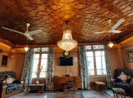 Luxury Inn Badyari Houseboats, hotel in Srinagar