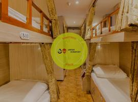 Hygeinic Airport Dormitory Near by BOM, hostel in Mumbai