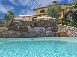 Monsummano Terme Villa Sleeps 8 Pool Air Con WiFi, hotel in Monsummano Terme