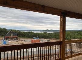 New Property Special Pricing on 10 Bedroom Lake Home!, villa in Branson