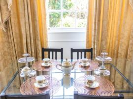 Premium Canary Wharf Apartment with Garden & Parking, hotel en Londres