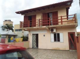 APTO SUPER AREJADO NO CENTRO DE GAROPABA 800M MAR, apartment in Araranguá