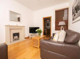 CONTRACTOR 4 BED DIGS Dwellcome Home South Shields, hotel in South Shields