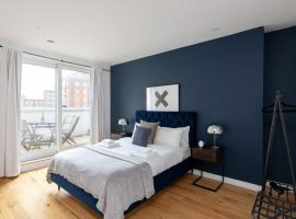 London City Apartments - Luxury and spacious apartment with balcony, hotel in London