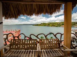 Hotel y Restaurante Aurora, hotel in Flores