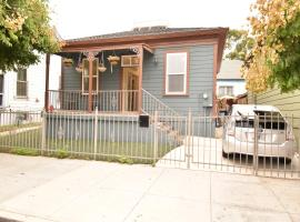 Unique House in Downtown, 3 Bedrooms, Free Parking (515), vacation home in San Diego