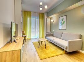 Gorgeous Apartment With Private Parking Netflix, hotel in Bucharest