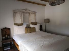 Snug Independent Room, apartment in Lisbon