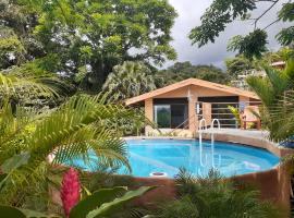 Encantada Guest House, hotel cerca de Sky Adventures Arenal, El Castillo de La Fortuna