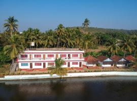 Whispering Lake Resort, hotel in Arambol