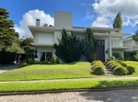 Casa luxuosa em condomínio na Serra Gaúcha, pet-friendly hotel in Caxias do Sul