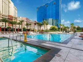 Beautiful Studio Signature MGM Grand - No Resort Fees - Pool View - Free Valet 2504, villa in Las Vegas