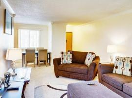 Old Town Scottsdale Getaway with Pool and Spa, apartment in Scottsdale