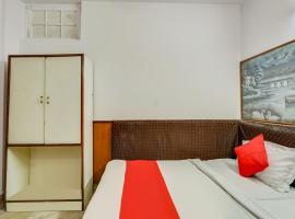 OYO 76154 Standard Hotel, hotel in New Delhi