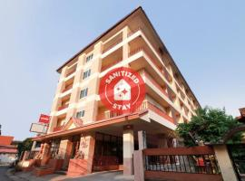 OYO 794 Nice Mum Lodge, hotel in Chiang Mai