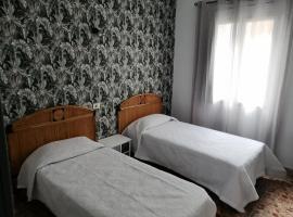 Alcaravaneras Hostel, guest house in Las Palmas de Gran Canaria