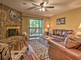 Condo with Balcony, Less Than 5 Mi to Main Attractions!, apartment in Pigeon Forge