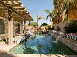 Palm Springs Entertainer's Pool Home With View, golf hotel in Palm Springs