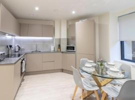 OPP Apartments - city centre, secure parking, fitness suite, brand new!, hotel in Exeter