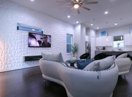 Luxurious 4 Story Rooftop Townhouse-Near Medical Center&NRG stadium., villa in Houston