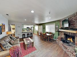 All-Season Escape - Mins to Slopes, Lake & Dining condo, apartment in Big Bear Lake