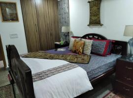Rsva - Luxury room with King size Bed & Antiques, luxury hotel in New Delhi