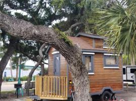 Camptel Resort Cedar Key, glamping site in Cedar Key