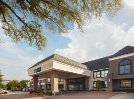 Holiday Inn Express Hotel & Suites Irving DFW Airport North, hotel in Irving