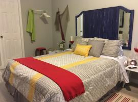 S - Studio close to Everything (Apt 6), homestay in Miami