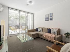 A Modern & Cozy Studio Next to Darling Harbour, íbúð í Sydney