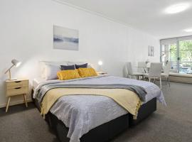 A Cozy & Modern Studio Next to Darling Harbour, apartment in Sydney