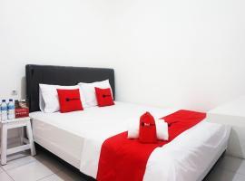 RedDoorz @ Jalan Tanjung Blitar, family hotel in Blitar