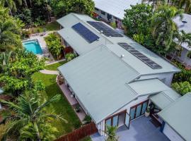 Mango Wood Villa Tropical Coastal living, vacation home in Clifton Beach