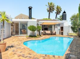 Waterford Close 4, villa in Cape Town