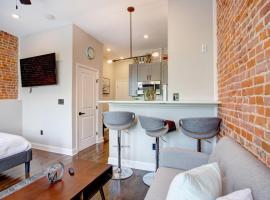 Modern studio in Fairmount Park + Private rooftop, pet-friendly hotel in Philadelphia