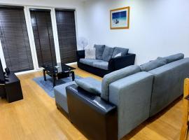 Max'Em Lexington Luxury Apartment, apartment in Slough