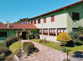 Casa da Paz Hostel & Suítes, hotel near Santa Claus Village, Gramado