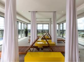 STUDIO no CENTRO até 4 HOSP, hotel with pools in Curitiba