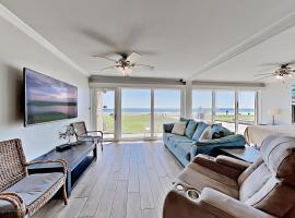 Gulfstream Condos - Pool & Luxe Beachfront Locale condo, apartment in Corpus Christi