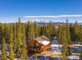 Fairplay Cabin with Spacious Deck and Mtn View!, hotel with parking in Fairplay