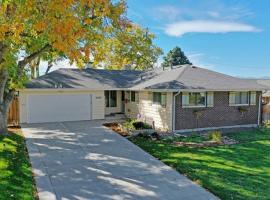 3 King Beds, Treehouse, Backyard, Parking, High Speed Internet, vacation rental in Denver