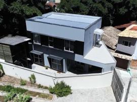 Casa PRAIA BRAVA próximo de tudo!!! 950m DA PRAIA, pet-friendly hotel in Itajaí