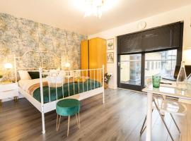 Classy 2 Bed Detatched House- Birmingham- Broad Street & Brindley Place- 10 min walk from Bullring, 02 Arena, New Street Station & Grand Central, self catering accommodation in Birmingham