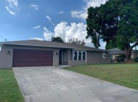 Waterfront Alexa Control Home * Minutes to Downtown, apartament o casa a Cape Coral